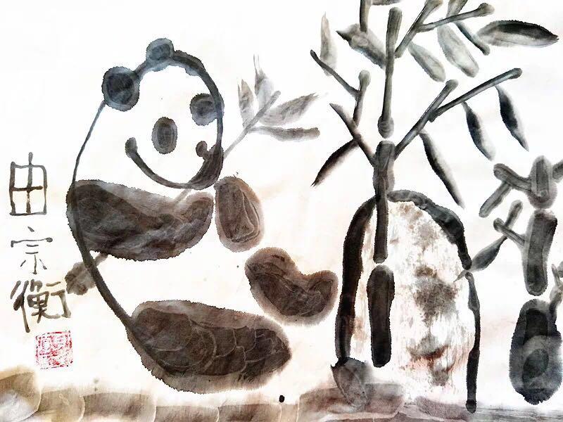 画面表现的是一只可爱的小熊猫,在竹子下面休息,顺便吃吃竹子.